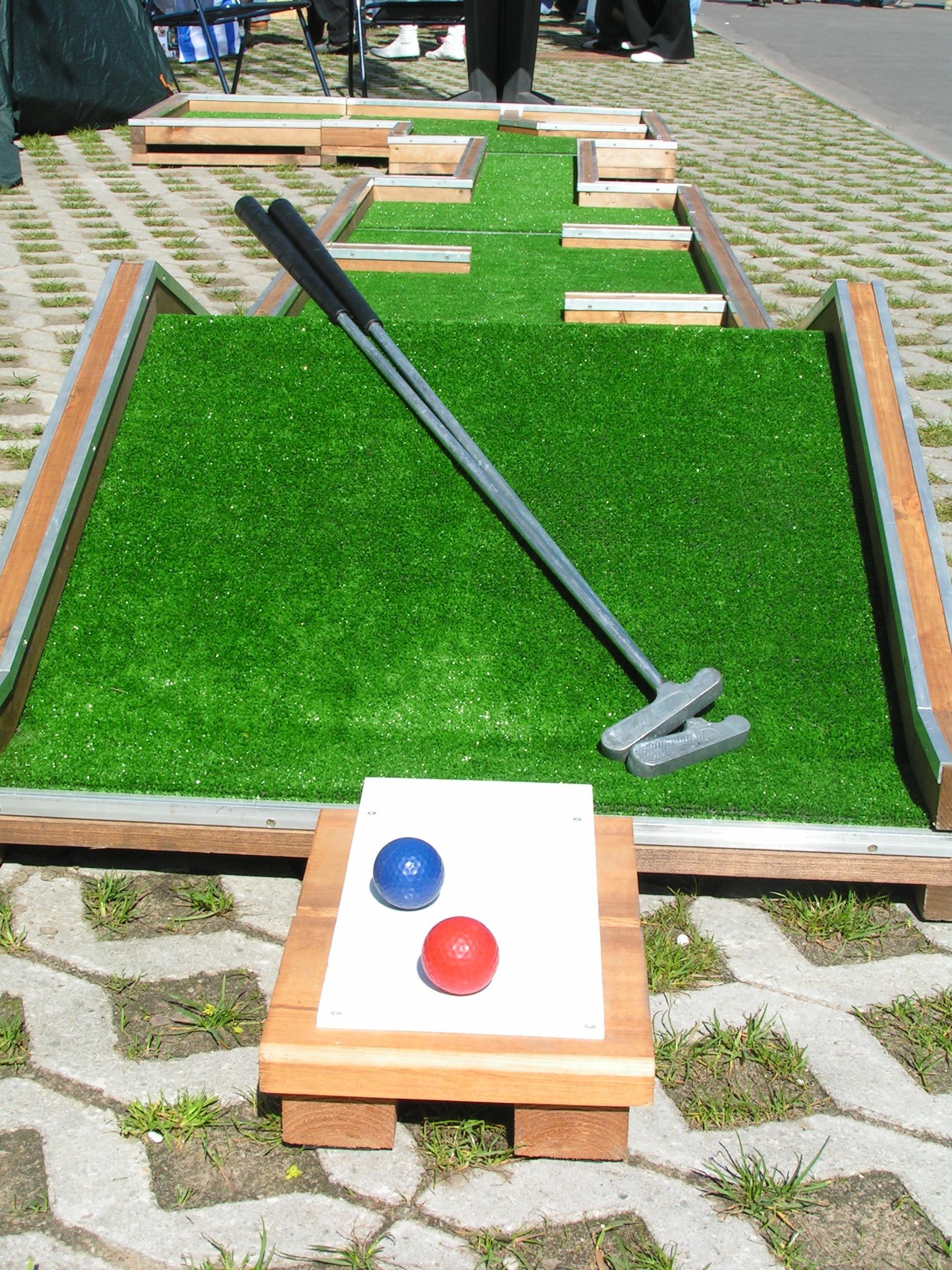 Interchangeable modular mini golf fairway (hole) Image