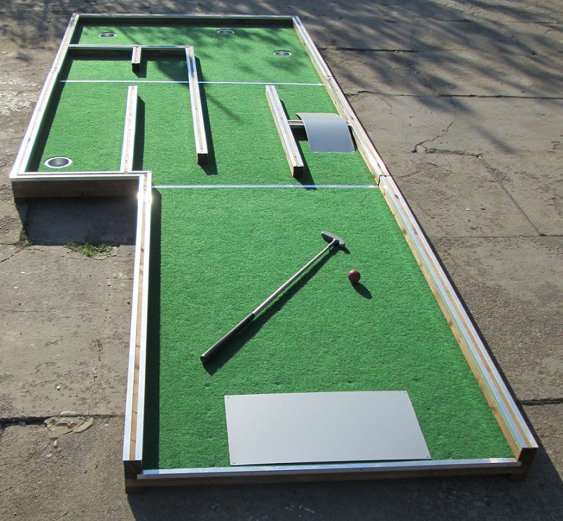 Office mini golf – play mini golf in your office! Image