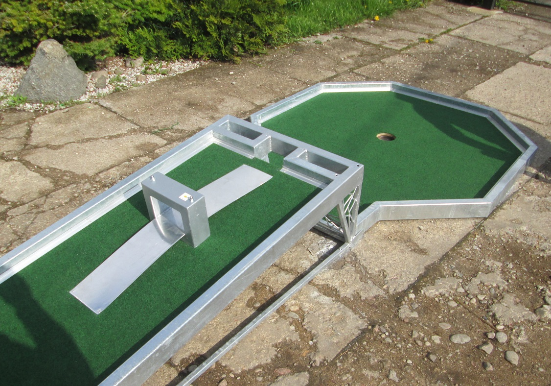 Professional WMF metal frame felt mini golf course Image