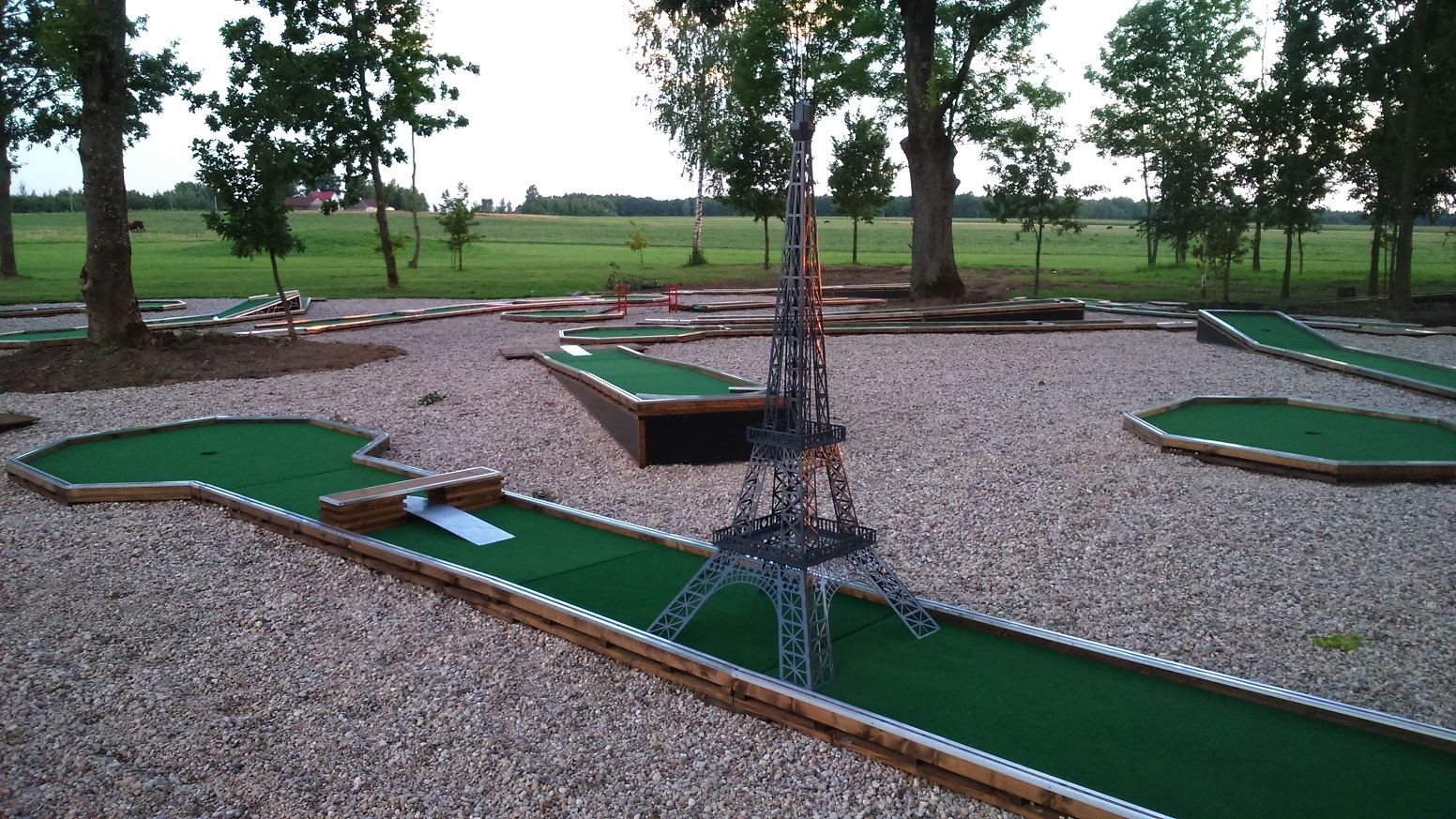 Eifelio bokštas - mini golfo kliūtis Image